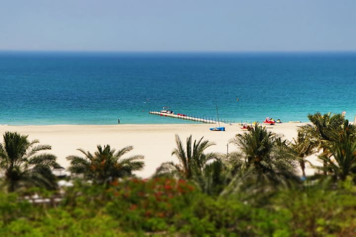 Al Hamra Suites (Sea view beachfront)