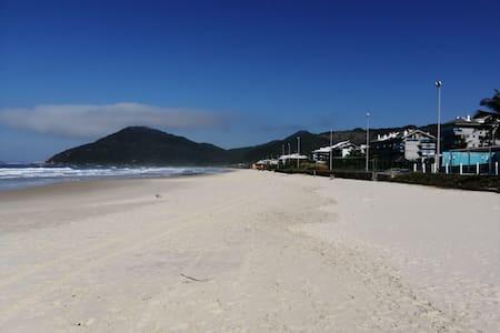 Lindo Apartamento na Praia Brava Florianopolis SC