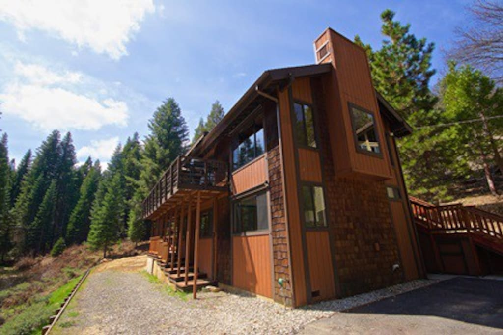 Yosemite 39 s big rock cabin vacation homes for rent in for Fish rock rentals