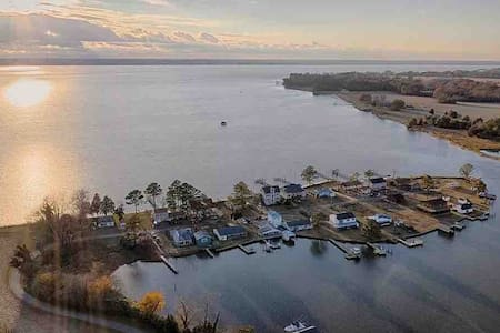 Drop Anchor! SUPs Kayaks 2hrs DC Secluded  4BR/3BA