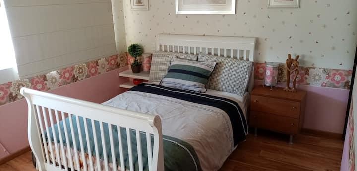 Amplia habitación en zona habitacional tranquila