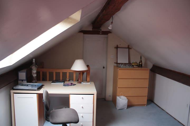 Chambre dans une maison, entre Seine et Foret - Bois-le-Roi - Casa