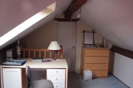 Chambre dans une maison, entre Seine et Foret - Bois-le-Roi - Ház
