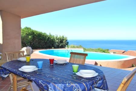 Villa con piscina e vista mare, 8 posti letto - Costa Paradiso - Vila