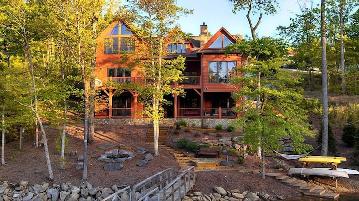 Lakefront Retreat, 5BD/5BA,Pontoon Boat, Book Now!