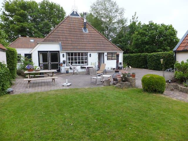 eigen verdieping in woonboerderij - Terwispel - Penzion (B&B)
