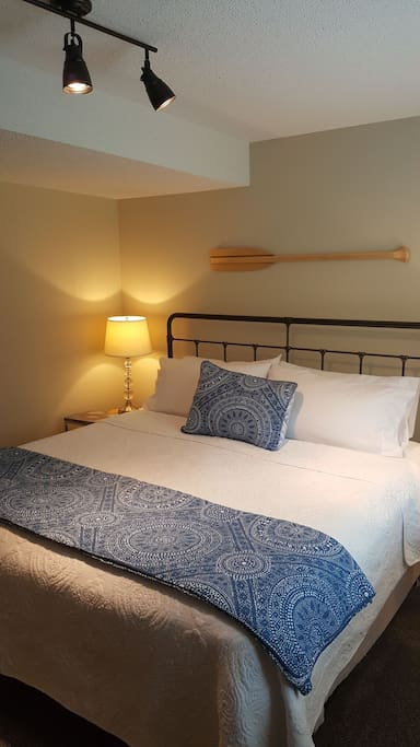 Lovely king size bed awaits you!