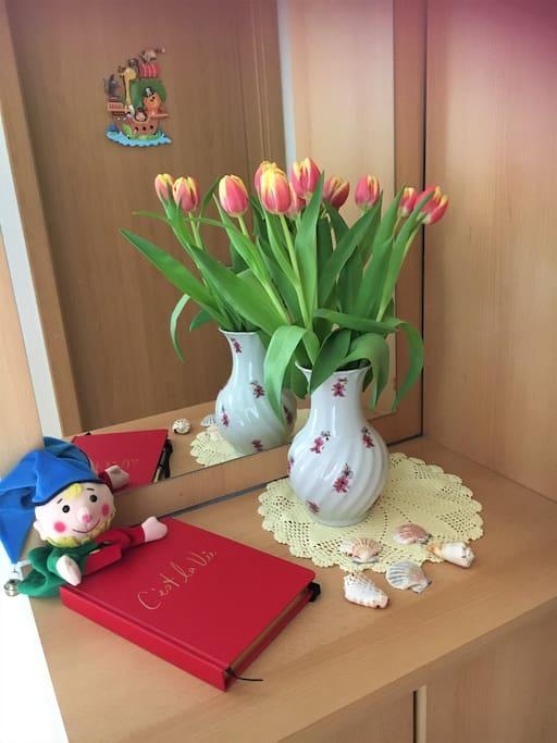 Flurgaderobe mit Gästebuch