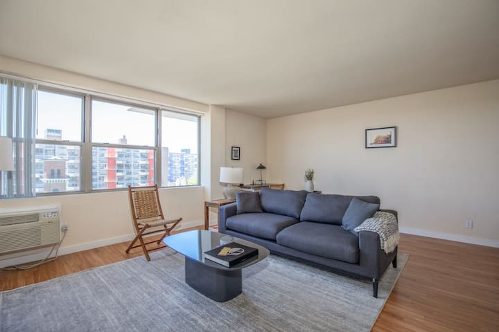 Arch, Dome, Dtown | Classic 2BR + Roof | Zencity