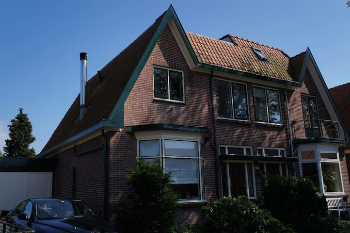 Bulb Homestay Loft - Lisse - Dům