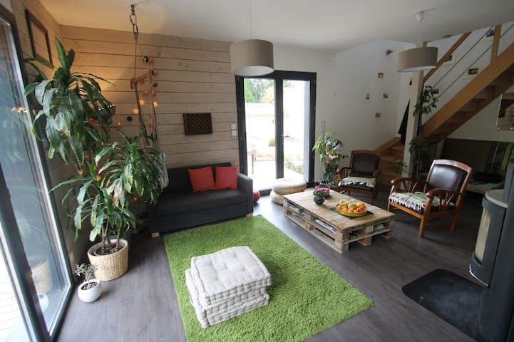 Suite parentale dans maison bois : détente assurée - Saint-Didier-de-Formans - Earth House