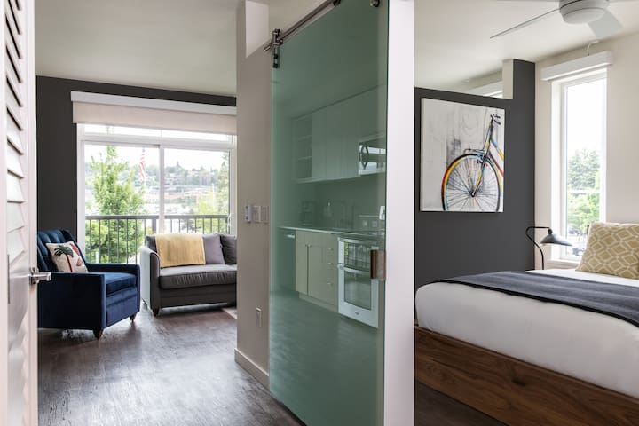 Domicile Suites at Marina SLU - 1BD 21