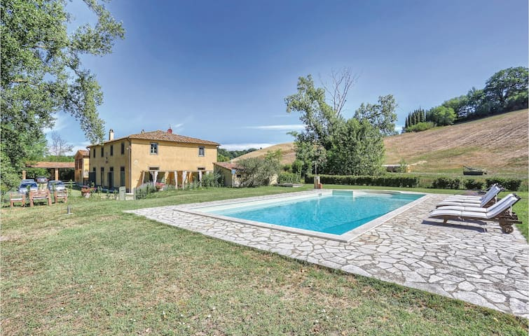 Holiday cottage with 4 bedrooms on 300 m² in Ghizzano di Peccioli