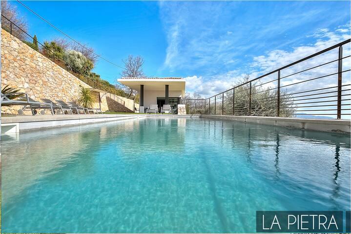 LA PIETRA Villa contemporaine avec vue panoramique