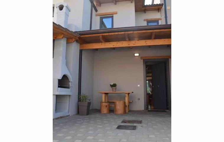Pikralida house