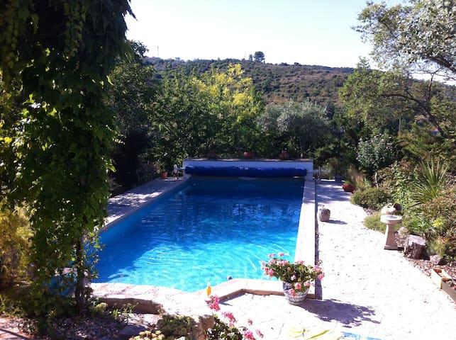 Chambre chez l'habitant dans villa avec piscine