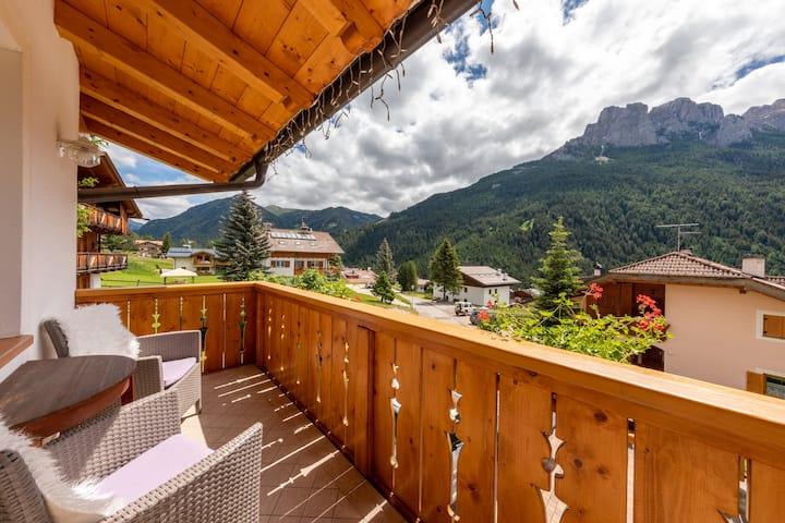 """Charming Apartment """"Majon d'Aisciuda Latemar"""" with Mountain View, Wi-Fi, 2 Balconies & Terrace; Parking Available, Pets Allowed"""