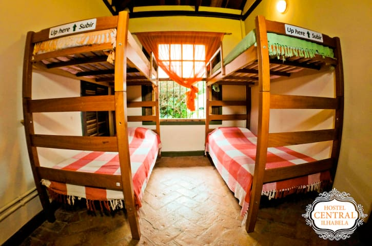 HOSTEL CENTRAL- girls room/quarto feminino1