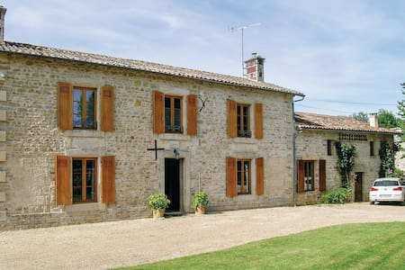 Holiday cottage with 4 bedrooms on 200m² in Souvigne