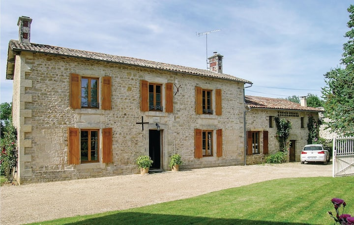 Amazing home in Souvigne with 4 Bedrooms and WiFi