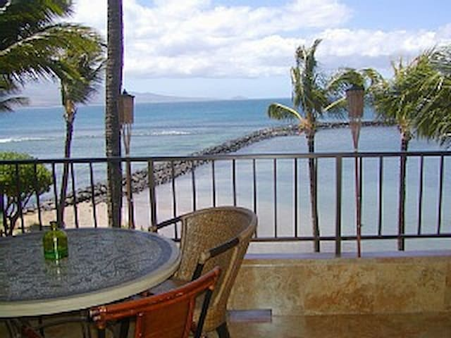 JUNE 10-13 SPECIAL!  Top Floor Beachfront Condo! - Wailuku - Apartment