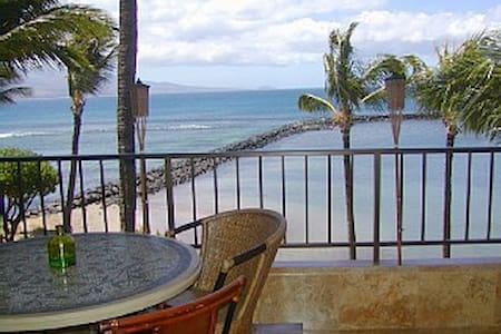 APRIL 2-6 OPEN! Top Floor Beachfront Condo! - Wailuku - อพาร์ทเมนท์