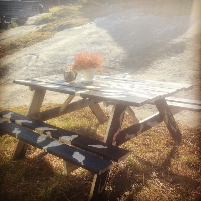 Warm and sunny in the summer. Enjoy a cup of coffee outside at the homemade garden table - one of the advantages of not facing the fjord is the privacy you get instead
