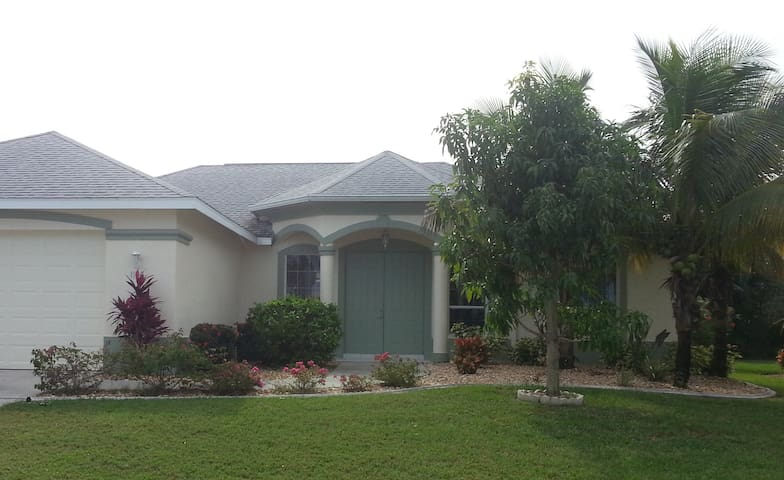 Beautiful Valerie Villa - Cape Coral - Dom