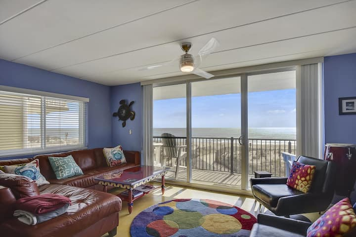 Top View 2N - Direct Oceanfront w/ Modern Upgrades!