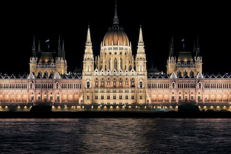 Beautiful apartment with Danube & Parliament