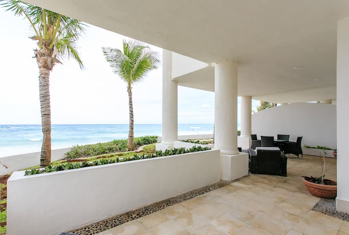 OCEAN FRONT AND AMAZING 3 BDRM APT