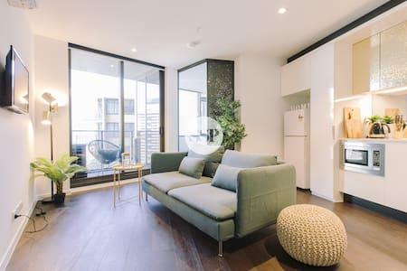 LV 29 DESIGNER 2BDR  1BATH + BEST LOCATION + WIFI - Melbourne - Apartment