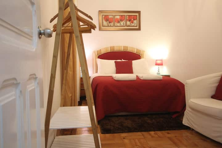 Amazing double room with private Patio, Lisbon.