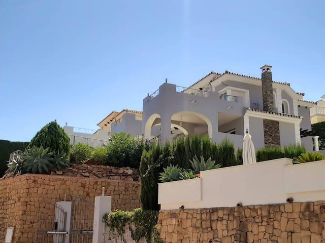Luxury villa with Panoramic views