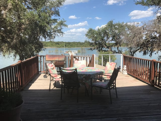 B & R Lodge on Lake Buchanan