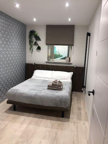 Modern riverside flat, Vauxhall, Zone 1