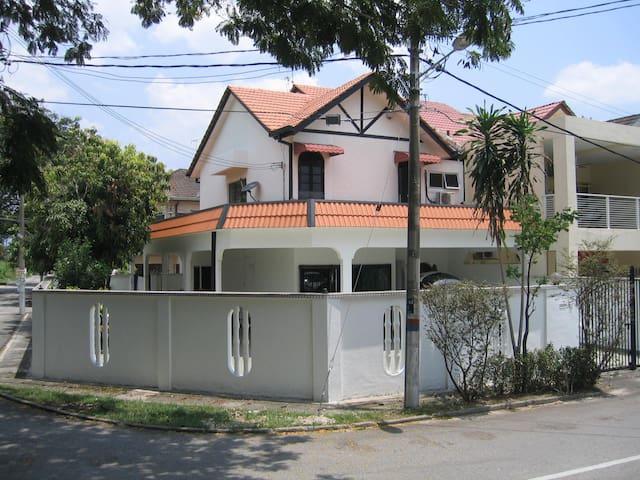 Lovable livable Home - Kuala Lumpur - House