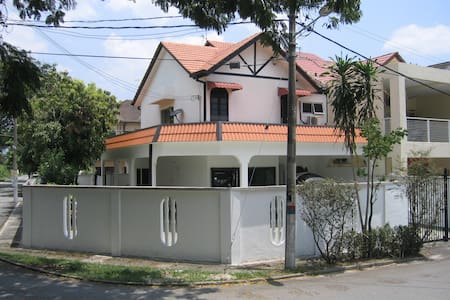 4 Bedrooms House@23 Jln Kuching - クアラルンプール