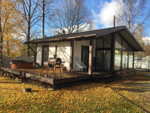 Hyggelig hytte med stor sauna