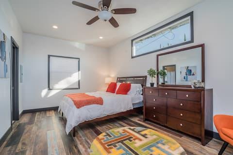 Beautiful 1 bedroom apartment, walk to shops