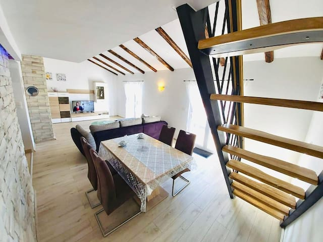 "MODERN LOFT APARTMENT ""KARLO"""