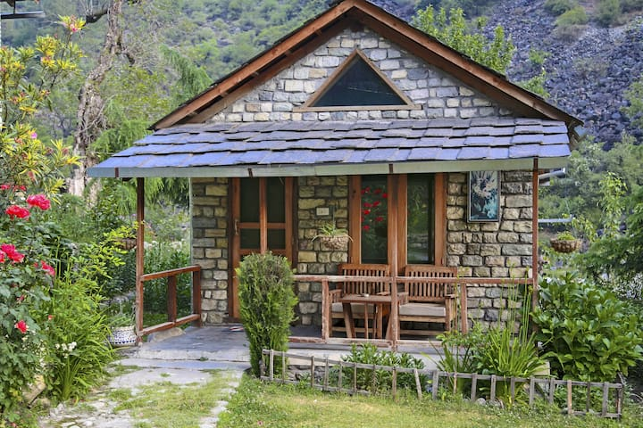Private CABIN -The Great Himalayan National Park