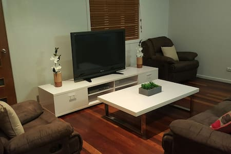 Affordable Central Cottage - Currajong