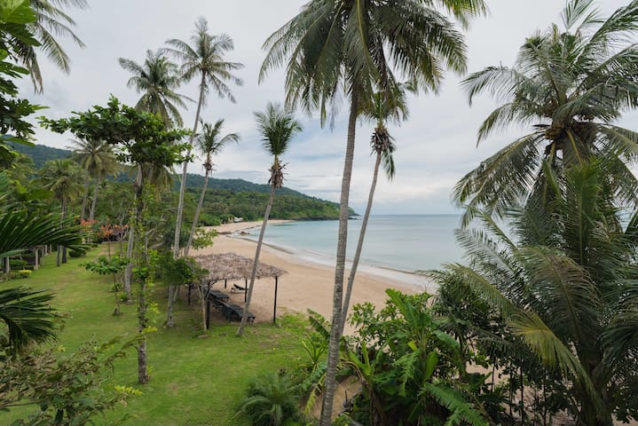 Deluxe Panoramic View Private Beach