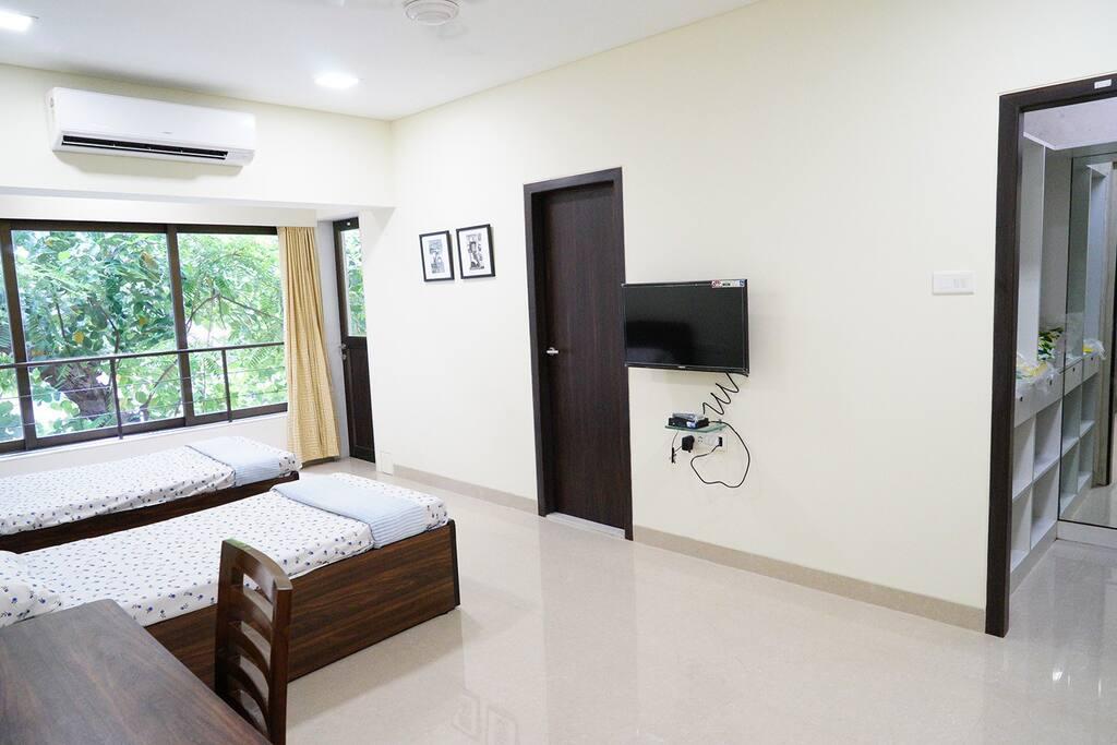 Bedroom with TV, Walk-in Wardrobe