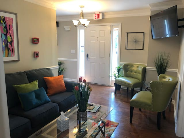 4-BR BEAUTY NEAR BRAVES STADIUM & MARIETTA SQUARE