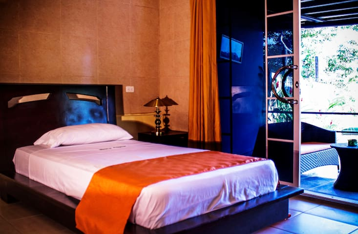 Hostería Amazonas /  Hab. Ind o Matrimonial