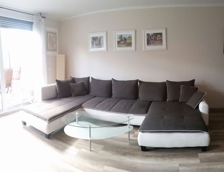 Große, gemütliche Couch Huge, cozy couch
