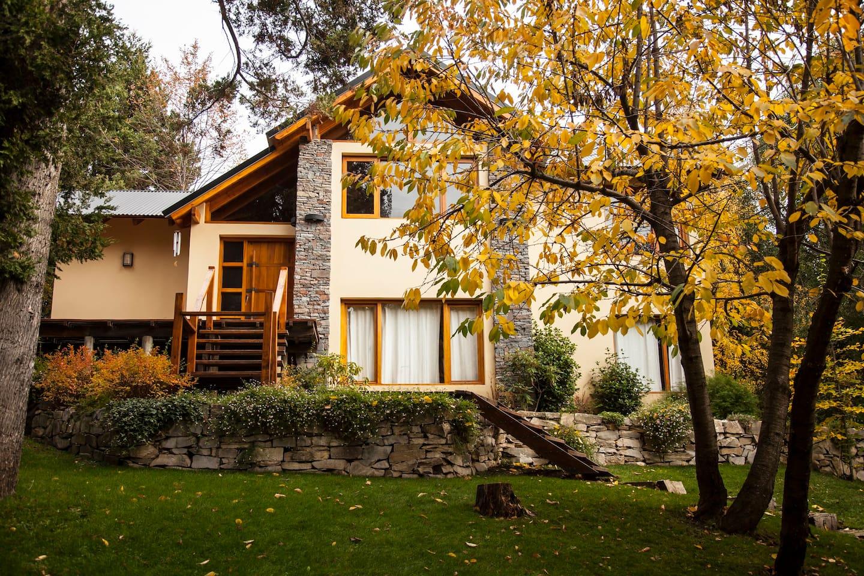 Hermosa casa en el bosque con vista al Cerro Catedral