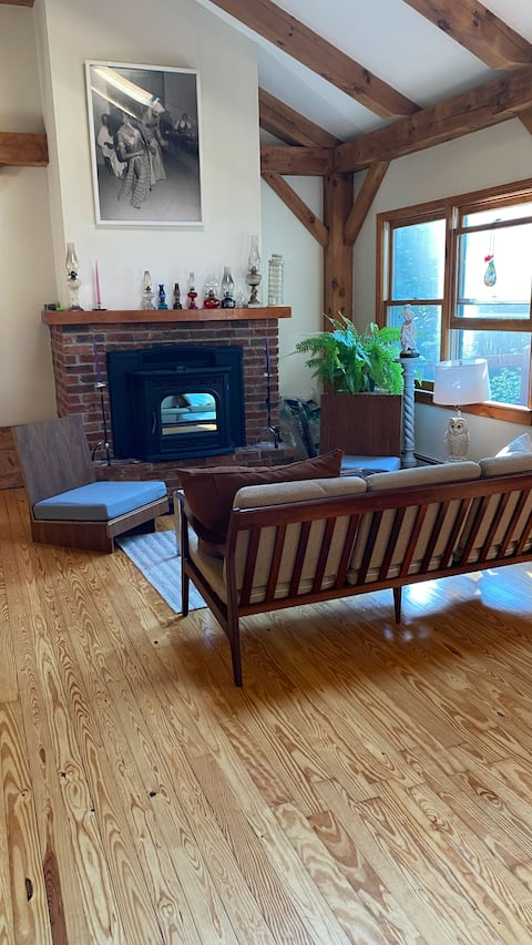 Family retreat with Wood Pellet Stove and WIFI